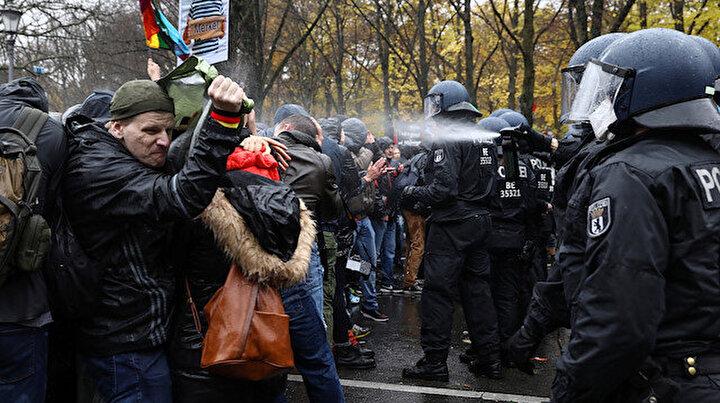 Almanyada tansiyon yükseldi: Karantina protestoları sürüyor