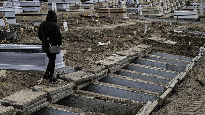 Türkiyenin korona mezarlığı: Hüzünlü hikayeler yürekleri dağlıyor