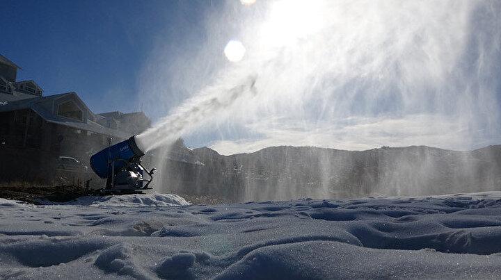 Uludağa kar yağmayınca çözümü yapay karda buldular: Vatandaş şaştı kaldı