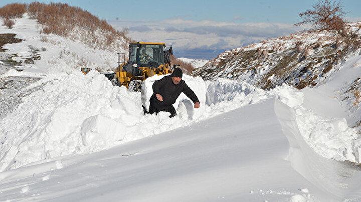 İki metre karda mahsur kalan vatandaşların imdadına koştular