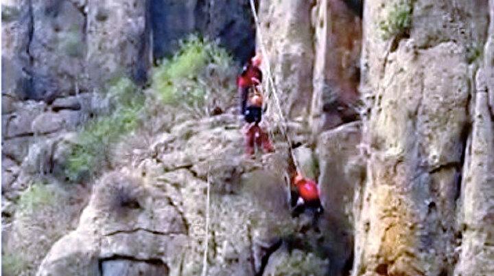 Antalyada keçi kurtarma operasyonu: Bir hafta boyunca 130 metrede mahsur kaldı