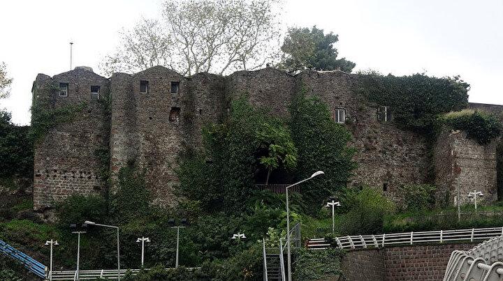 Yedi yüz yıllık kalenin varisi oldular: Teslim aldıktan sonra gerekirse kalede yaşayabiliriz