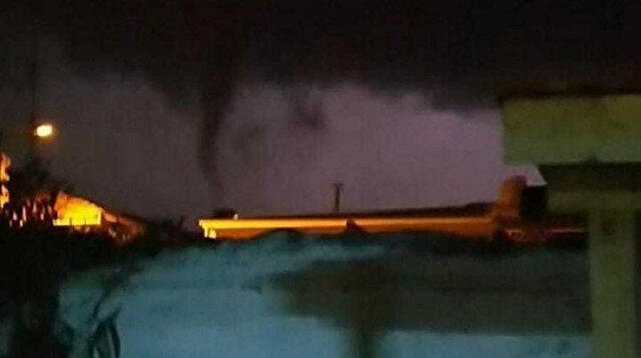 İzmirde böylesi görülmedi: Hortum araçları 10 metre havaya kaldırdı