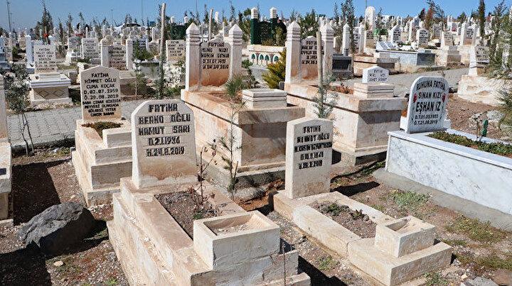 Şanlıurfada bazı mezar taşları görenleri şaşırtıyor: İl Müftüsü caiz değil dedi
