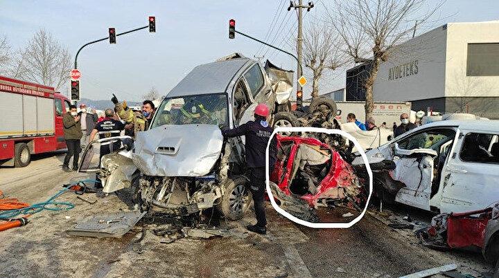 Mucize kurtuluş: Bursa'daki TIR faciasında 3 aracın altında kaldı hayata tutundu