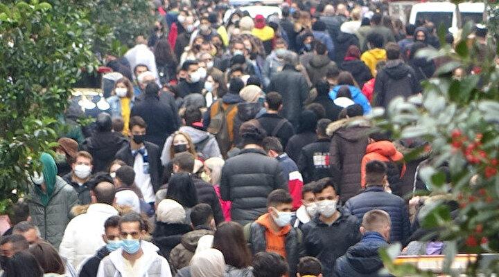 İstanbulda üçüncü kısıtlamasız cumartesi: Taksimde adım atacak yer yok