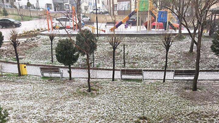 Ankarayı dolu vurdu: Kent dakikalar içinde beyaza büründü