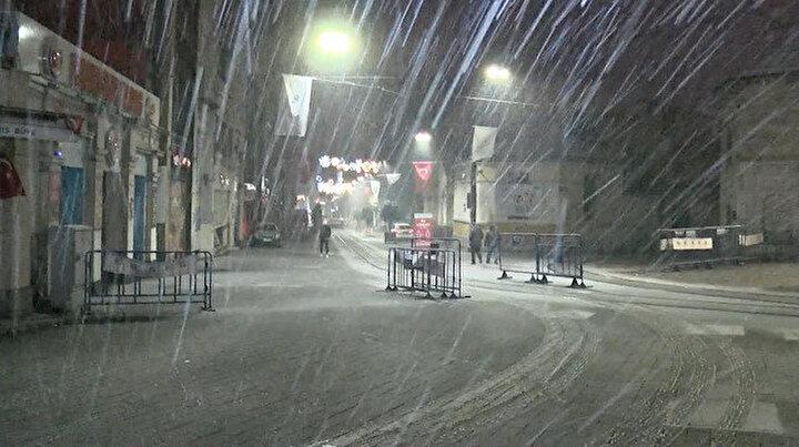 İstanbulda aralıklarla kar yağışı etkili oluyor