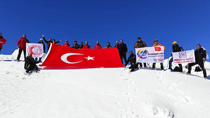 2 bin 800 rakımlı Beydağı zirvesine tırmanıp Türk bayrağı açtılar