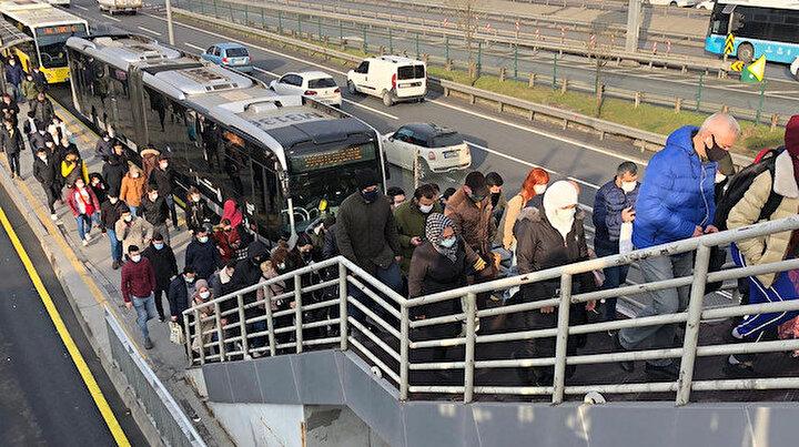 Cevizlibağda yoğunluk korkutuyor: Toplu ulaşımda seferlerin azlığı isyan ettirdi