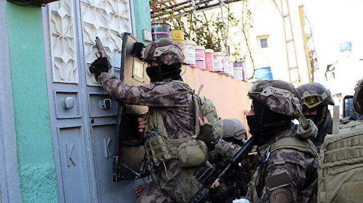 Gaziantep'te dev uyuşturucu operasyonu: 950 polisle baskın yapıldı 29 kişi gözaltında