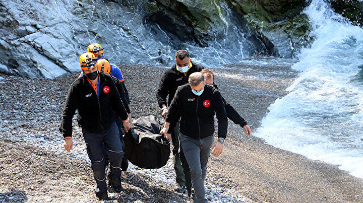 İki yüz metreden denize uçtu: Bir ölü, bir kayıp