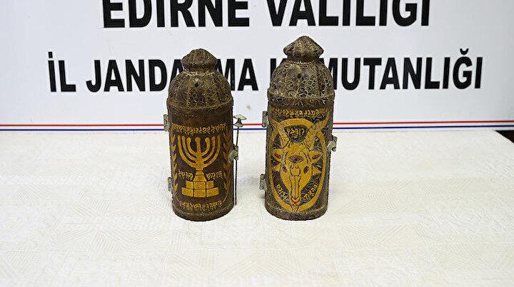 Edirnede deri üzerine yazılmış altın işlemeli 2 Tevrat ele geçirildi