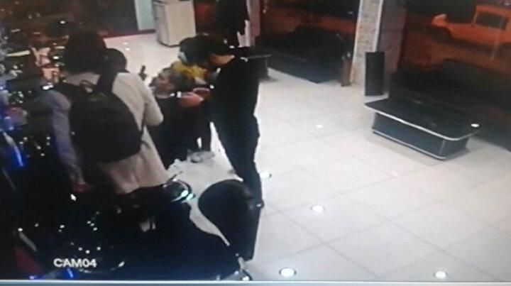 İstanbulda esnafın kabusu olan telefon hırsızı yakalandı