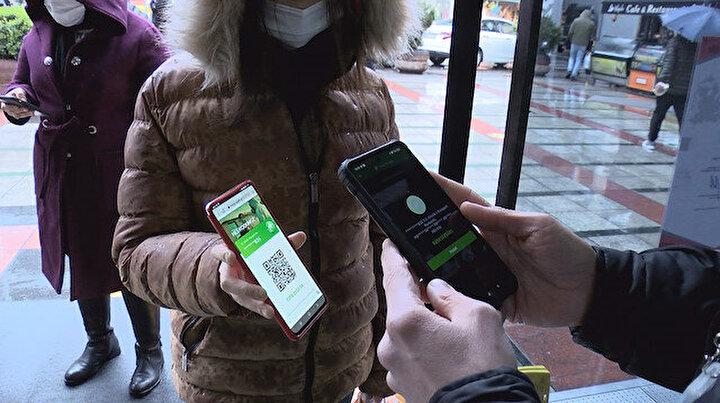 Koronavirüs testi pozitif çıkanlar sokaklarda bu yöntemle dolaşıyor: Başkasının HES koduyla AVMye girmek isteyenler oluyor