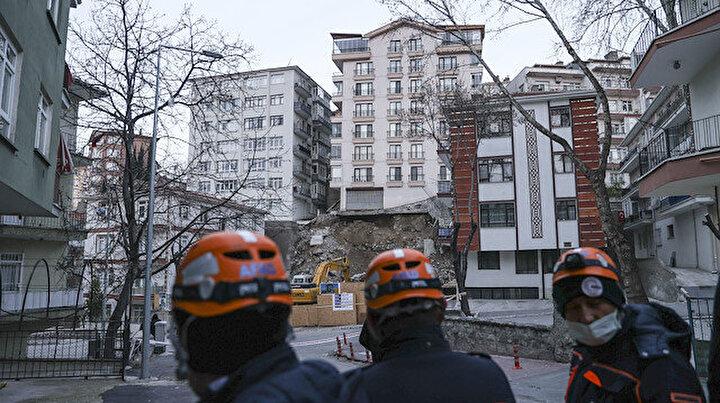 Ankarada istinat duvarı çöken 8 katlı apartman yıkılıyor