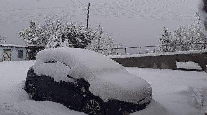 Baharın ortasında kara kış: 40 santim kar yağdı 61 mahalle yolu ulaşıma kapandı