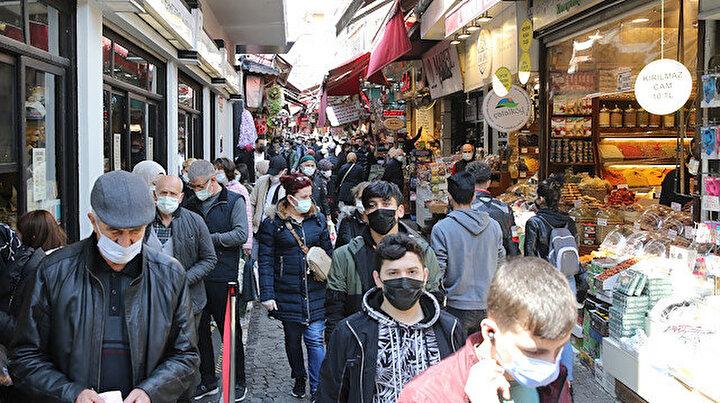 Eminönünde iğne atsan yere düşmüyor: Ramazan öncesi alışveriş yoğunluğu