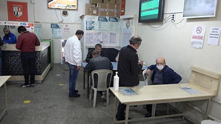 Ganyan bayisini kahvehaneye çeviren işletmeye baskın: 4 bin 50 lira ceza kesildi