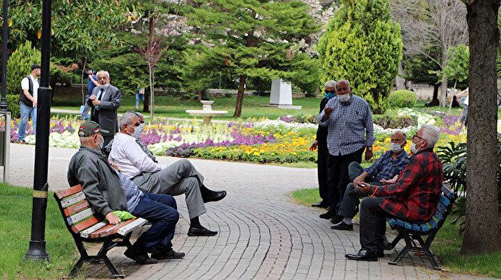 Termometre 41 dereceyi gösterdi: Adanalılar koronavirüsü unutup parklara akın etti