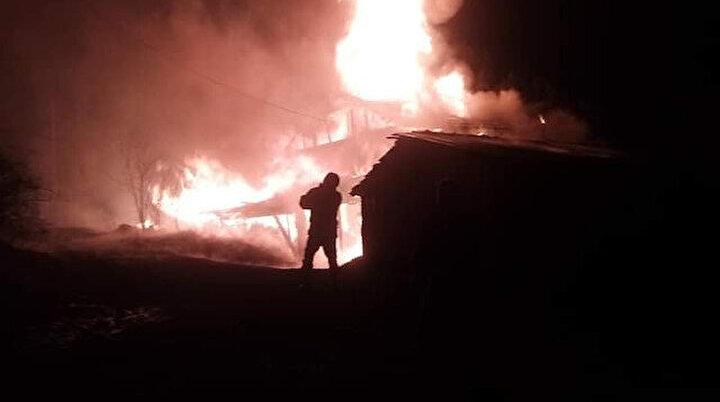 Kastamonu'da geceyi alevler aydınlattı: Tamamen küle döndü
