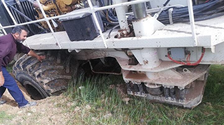 Adıyamanda ilginç olay: Üzerinden petrol arama aracı geçtiği esnada çökünce ortaya çıktı