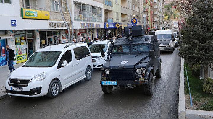 Hakkaride kırmızı alarm: vaka sayısı 2 katına çıktı polis zırhlılarla vatandaşı uyarıyor