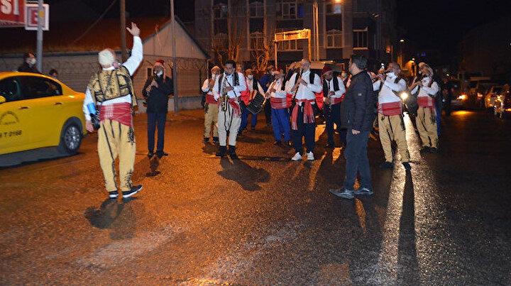 Sahur bandosu ordu gibi: 120 kişilik bando ekibi sahur için sokağa indi