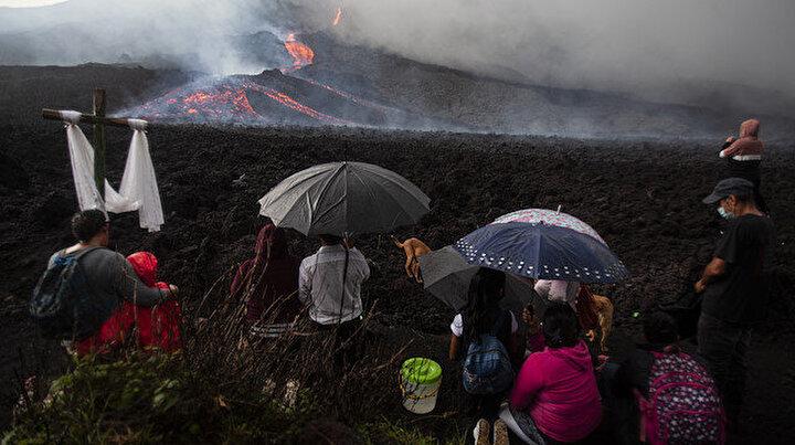 Pacaya Yanardağı yeniden uyandı: Köylüler güçlü patlamaların durması için toplu dua ediyor