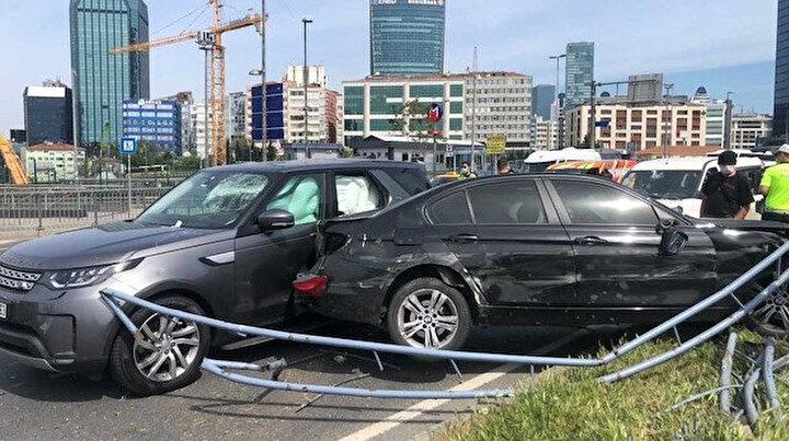İstanbulda 11 aracın karıştığı akılalmaz kaza: Demir parçası metrobüs bekleyen kadına düştü