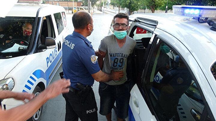 Ürdünlü turist maske takması için kendisini uyaran polislerin üstüne yürüdü
