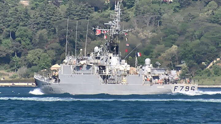 Fransız savaş gemisi İstanbul Boğazından geçti