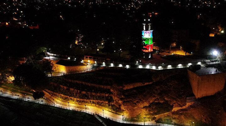 Bursa'nın tarihi Tophane Saat Kulesi Filistin bayrağı renklerinde ışıklandırıldı