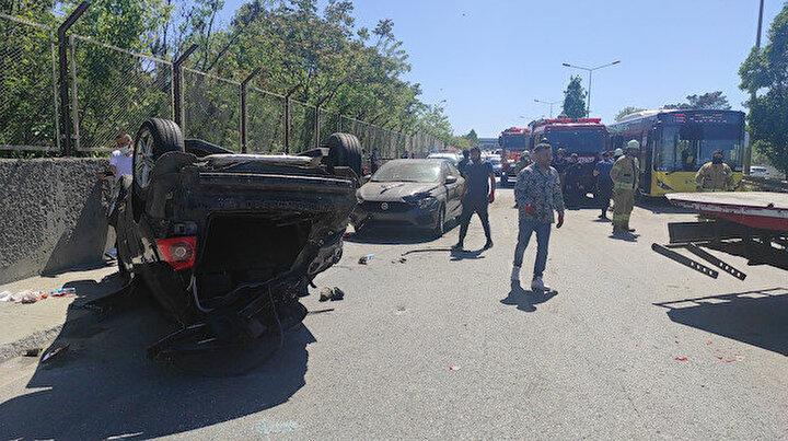 Çekmeköy'de makas terörü: Takla atan araçtaki üç kişi yaralandı