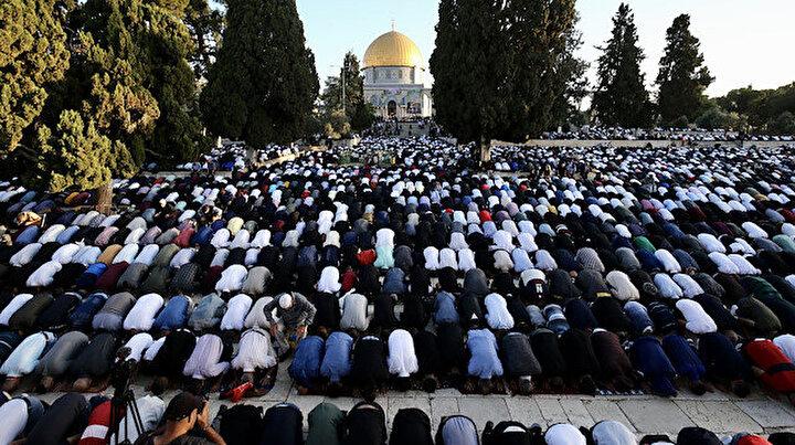 Filistinliler Ramazan Bayramı namazını Mescid-i Aksada kıldı