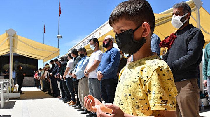 Filistinli şehitler için 81 ilde gıyabi cenaze namazı kılındı