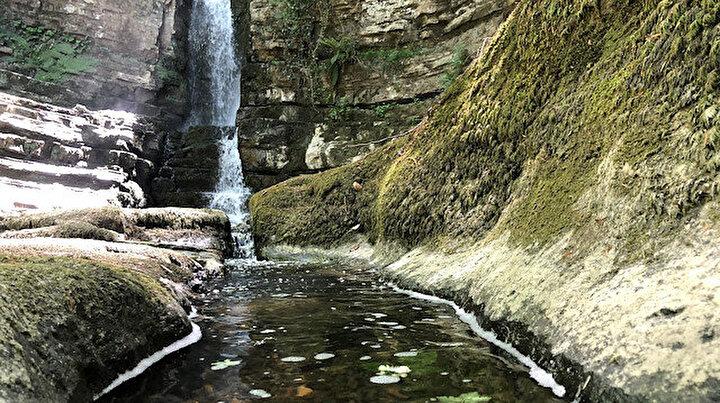 Her mevsim ziyaretçi akınına uğruyor: Tabiat Anıtı Harmankaya Şelaleleri, görsel şölen sunuyor