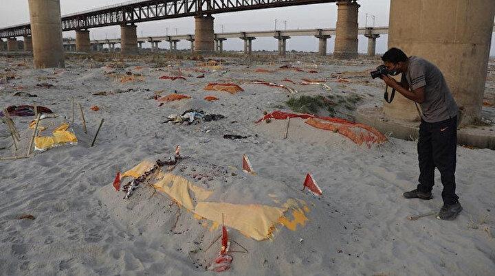 Hindistan'da Ganj Nehri kıyılarına gömülmüş yüzlerce ceset ortaya çıktı