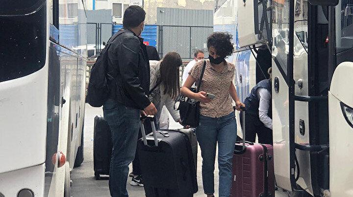 Otogarda dönüş yoğunluğu başladı otobüs biletleri tükendi