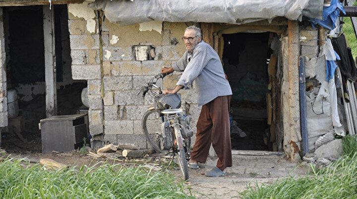 Herkese küstü tarlanın ortasında tek başına yaşıyor: İnsanlardan uzak olmak çok hoşuma gidiyor
