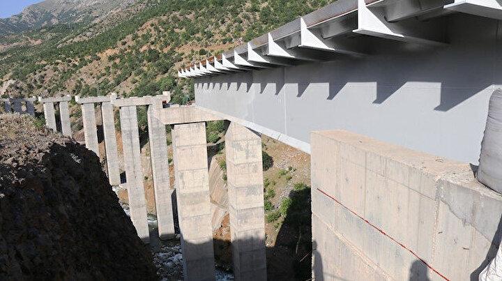 Bölgede bir ilk olacak: 12 ayaklı çelik köprü inşa ediliyor
