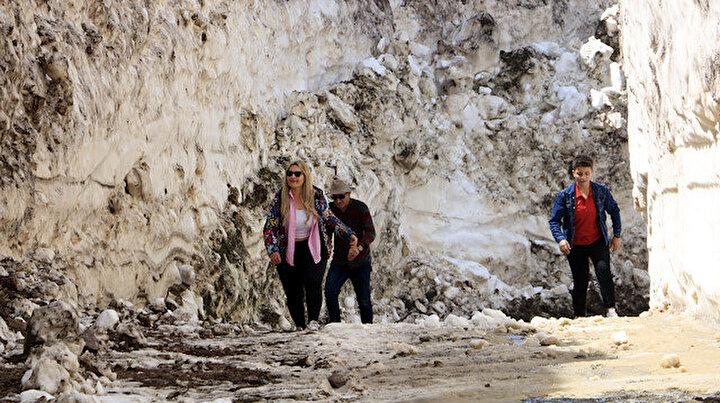 Yaz kapıya dayandı kar bitmedi: 8 metrelik mücadele