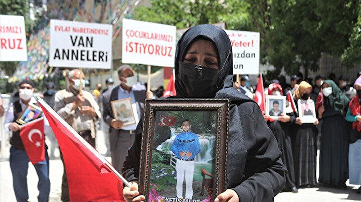 """Vanlı annelerin HDP önündeki evlat nöbeti sürüyor: """"Zafer bizim olacak"""""""