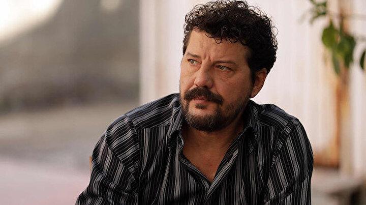 Ünlü oyuncu İlker Aksumun aracı takla attı: Araba hurdaya döndü