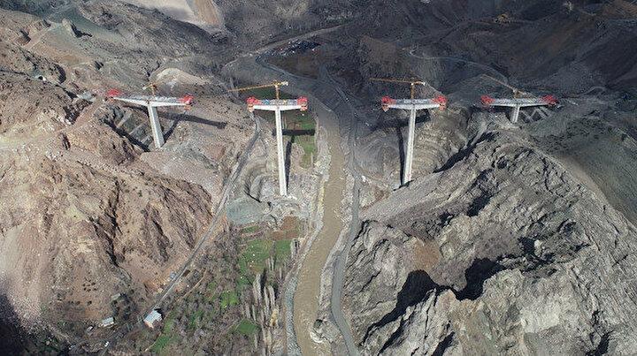 Yusufeli'nde sadece baraj değil dev viyadükler de yapılıyor