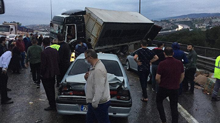 Anadolu Otoyolunun Kocaeli kesiminde kaza: Ulaşım sağlanamıyor
