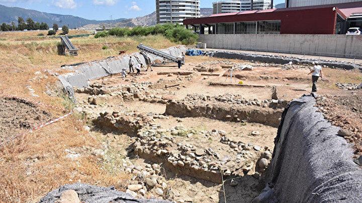 İzmirdeki antik yerleşimde yılın ilk kazılarında 8 bin 500 yıllık buluntu