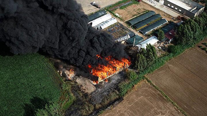 Adana'daki plastik atık fabrikasında çıkan yangın büyüyor