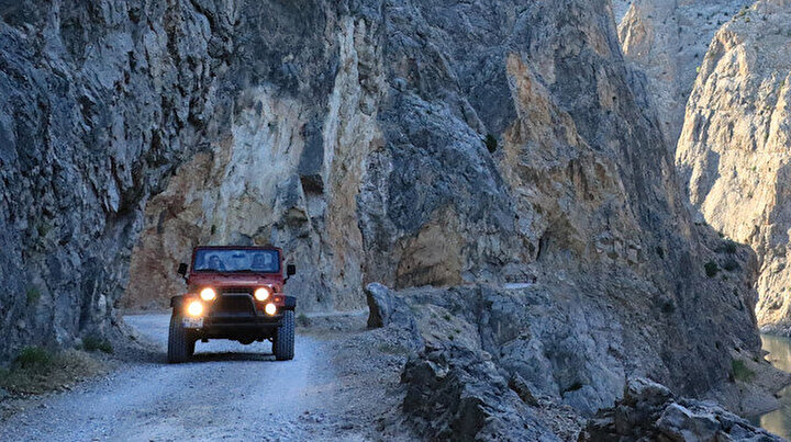 Erzincandaki bu yol yürekleri ağza getiriyor: Yapımı 132 yıl sürdü dünyanın en tehlikeli yollarından