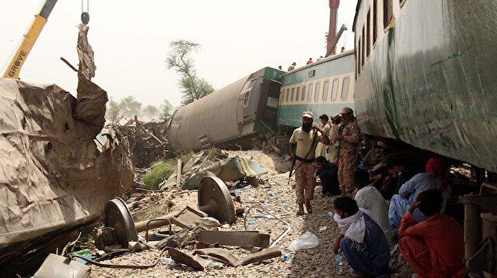 Pakistan'daki tren kazasında bilanço yükseliyor: Ölü sayısı 36
